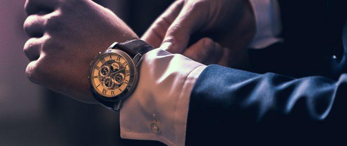 promofoto huwelijk aandoen uurwerk juwelen